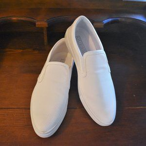 *NWOT* Guess White Canvas Shoes